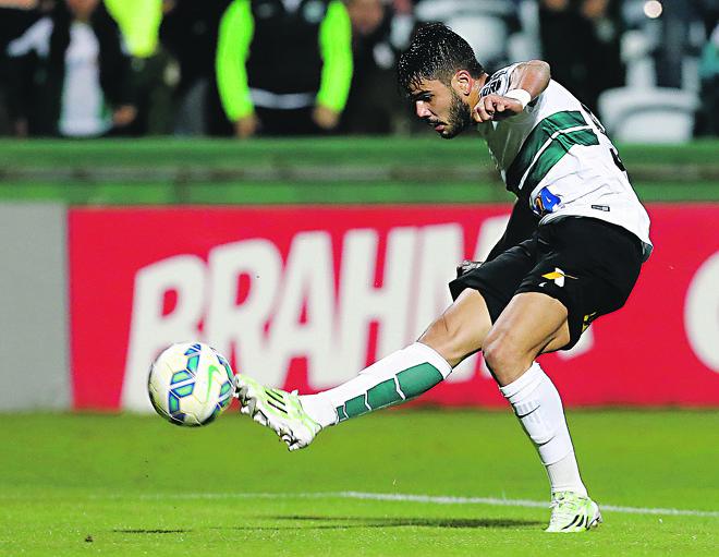 Henrique Almeida fez nove dos 22 gols do Coritiba no Brasileiro. Time tem o pior ataque da competição. | Albari Rosa/Gazeta do Povo