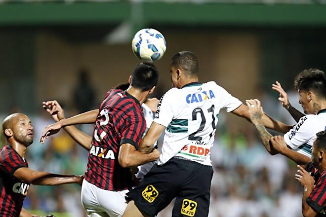 Dupla Atletiba luta contra o rebaixamento nas sete rodadas restantes do Brasileiro | Albari Rosa/Gazeta do Povo