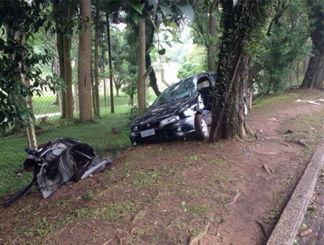 Motorista teria ficado presa dentro do veículo, inconsciente   Gerson Klaina/Paraná Online