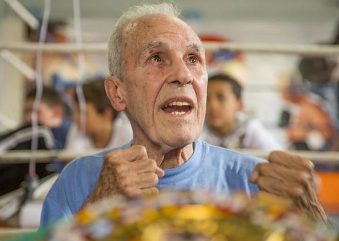 Reconhecido como o maior peso-galo da história em 2014, Éder Jofre faz luta apresentação em São José dos Pinhais. | Hugo Harada/Gazeta do Povo