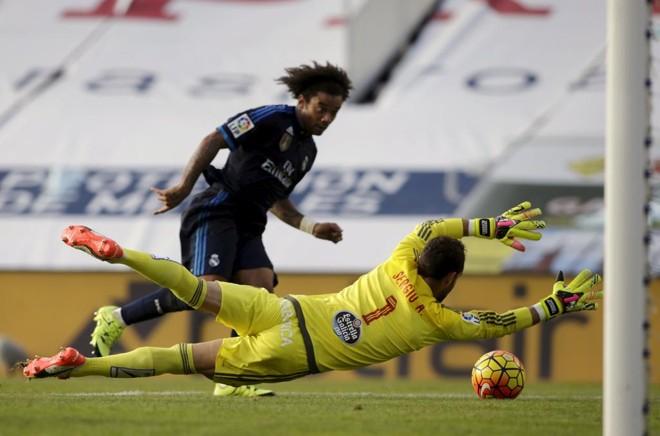 O lateral-direito Marcelo fechou o placar para o líder Real Madrid na vitória por 3 a 1 sobre o Celta de Vigo, pelo Espanhol.   Miguel Vidal/Reuters