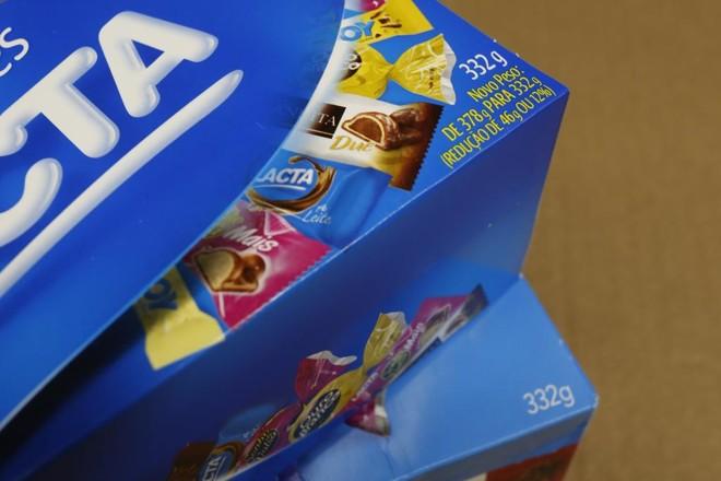 Redução do peso é informada em caixa de bombons: empresa é obrigada a divulgar a mudança.   Henry Milleo/Gazeta do Povo