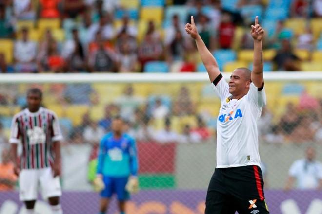 O atacante Walter comemora o gol marcado contra o Fluminense, no Maracanã, encerrando jejum de 45 dias sem bola na rede. | Roberto Filho/Eleven/Folhapress