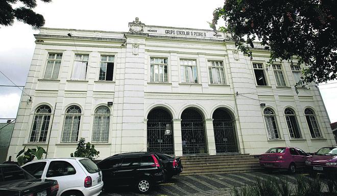 Colégio Estadual Dom Pedro II, no Batel, está na lista das escolas de Curitiba que passarão por reformulações. | Valterci  Santos/Gazeta do Povo/Arquivo