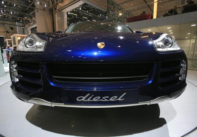 Porsche Cayenne a diesel é exibido no salão do automóvel de Genebra, em foto de 2009 | DENIS BALIBOUSE/REUTERS
