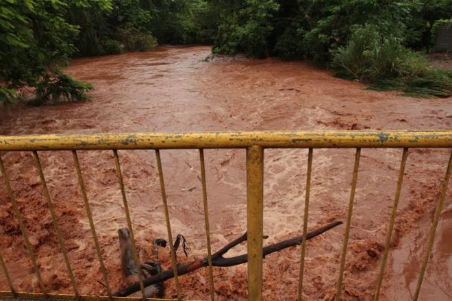 O Rio Jataizinho chegou a subir 2,5 metros do nível normal | Roberto Custódio /  JL