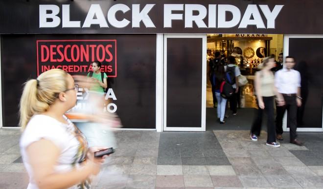 Promessa é de descontos de até 70% nas lojas | Daniel Castellano/Gazeta do Povo