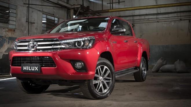 O capô perde a entrada do intercooler e o conjunto frontal segue um conceito de design já aplicado no Corolla. | Malagrine/Toyota