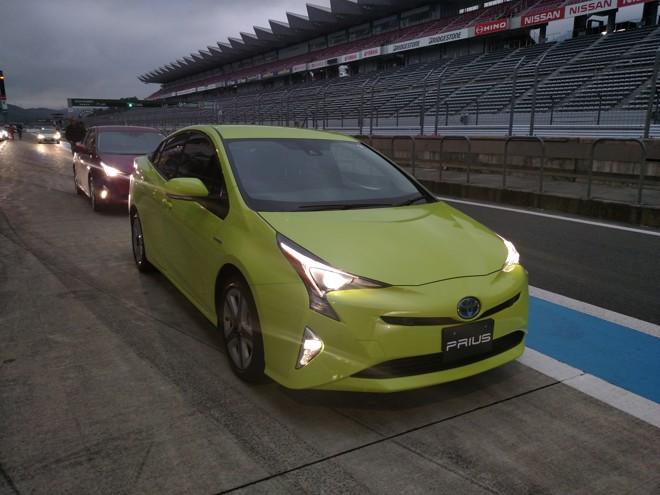 O novo Prius mostrou maciez nas retas do circuito de Fuji, além de equilíbrio nas curvas. | Fotos: Renyere Trovão/Gazeta do Povo