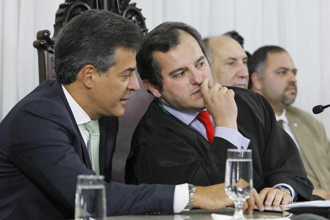 Richa com o presidente do TC Ivan Bonilha: contas aprovadas. | Antônio More/Gazeta do Povo