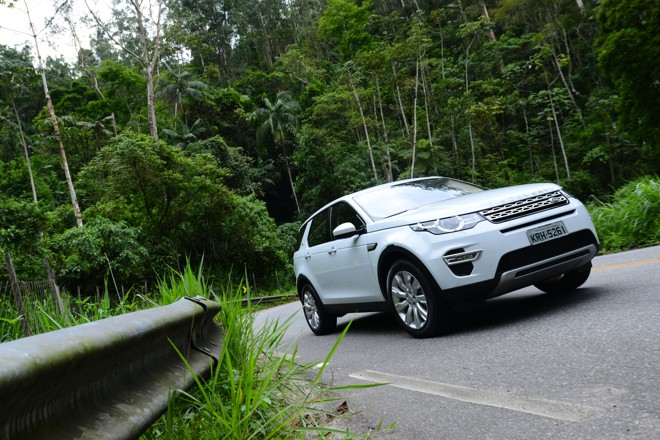 O modelo, que será fabricado no Brasil, mostra  que tem força em terrenos off road e ótimo desempenho na estrada, sem abrir mão das qualidades de um carro de luxo. | Fernanda Freixosa/Land Rover