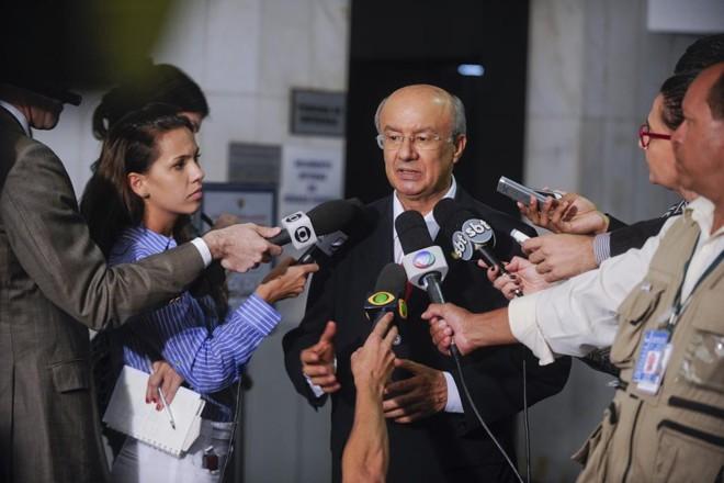 O senador José Pimentel (PT-CE), atual líder do governo no Congresso, deve acumular as duas funções temporariamente. | Moreira Mariz/Agência Senado/Gazeta do povo