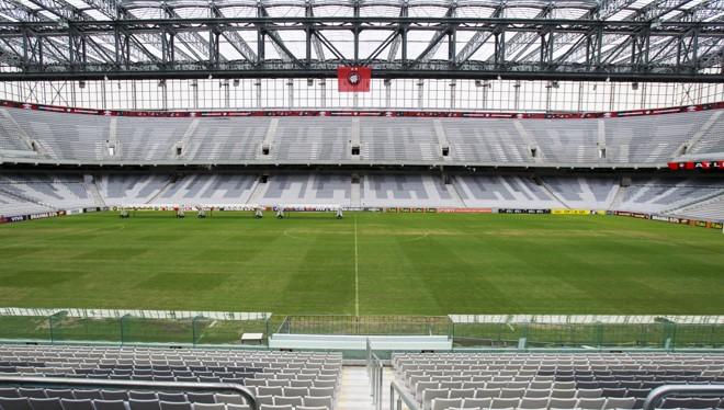 Gramado da Arena será trocado por piso sintético em 2016. | Daniel Castellano/Gazeta do Povo