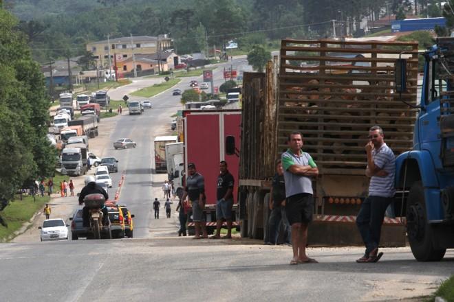 Motoristas protestam em Almirante Tamandaré, no Paraná. | Aniele Nascimento/Gazeta do Povo