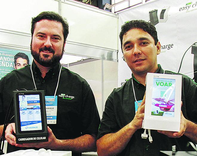 Cassiano Oliveira e Fernando Hisamitsu são sócios da Easy Charge. | Daniel Castellano/Gazeta do Povo