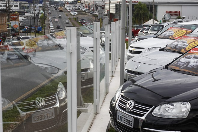 Santos cobra R$ 100 pela visita à concessionária ou a particular e se o cliente solicitar ele negocie um desconto. | Daniel Castellano/Gazeta do Povo
