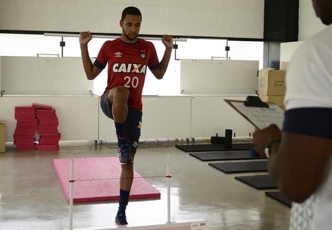 Hernani durante a reapresentação do elenco rubro-negro para a temporada 2016.   Gustavo Oliveira/Atlético/