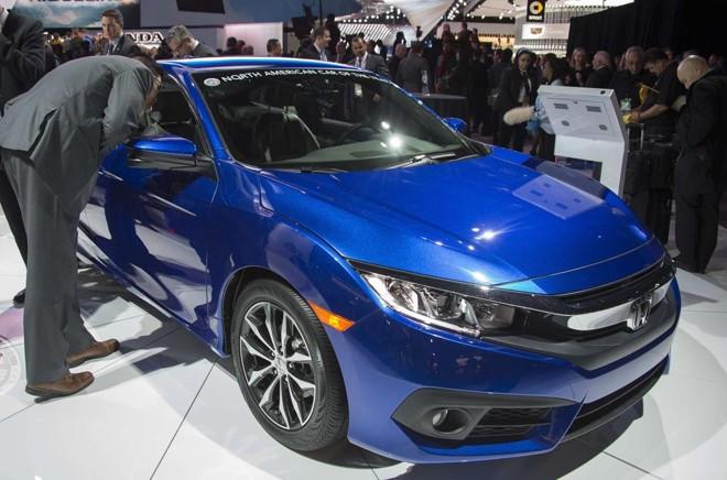 A nova geração do Civic em destaque no estande da Honda em Detroit. | Jim  Watson/AFP