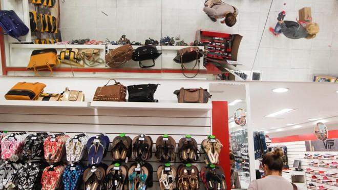 Setor de acessórios e calçados foi o que mais cresceu no ano passado. | Daniel Castellano / Gazeta do Povo