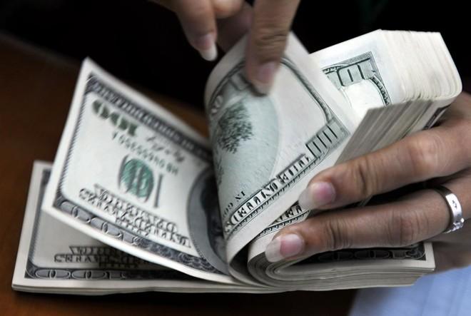 Na véspera, o estresse com números negativos na China havia levado a moeda norte-americana a uma alta de 1,88% | Bay Ismoyo/AFP
