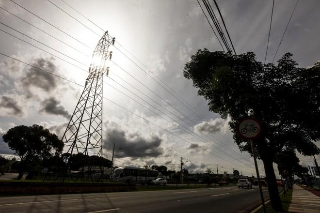 O aumento das tarifas de energia e a paralisação da indústria também foram preponderantes para a queda no consumo   André Rodrigues/Gazeta do Povo