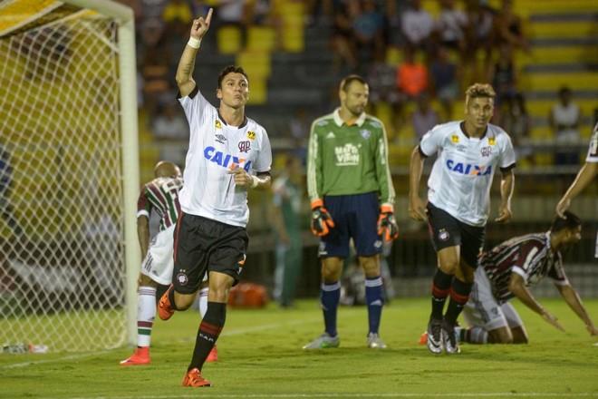 Atleticano desde criança, Vinícius comemorou o gol que deu a vitória ao Furacão. | Celso Pupo/Fotoarena/Folhapress
