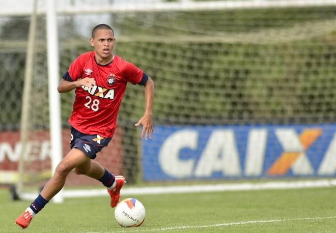O meia Marcos Guilherme é um dos pratas da casa que o clube deve aproveitar no time principal na atual temporada. | Gustavo Oliveira/Atlético