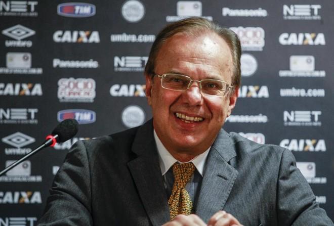 Presidente do Atlético, Luiz Sallim Emed, cobra boa presença da torcida no Paranaense. | Daniel Castellano/Gazeta do Povo