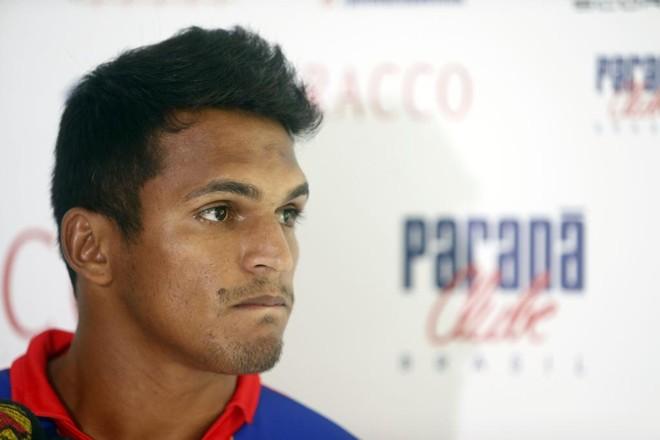 Atacante Robson foi apresentado como reforço do Tricolor | Albari Rosa/Gazeta do Povo
