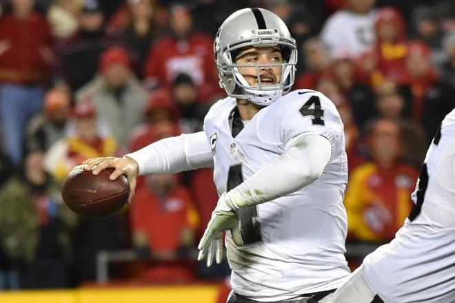 David Carr, quarterback do Raiders: equipe pode deixar  Oakland para voltar a jogar em Los Angeles | Peter Aiken/AFP