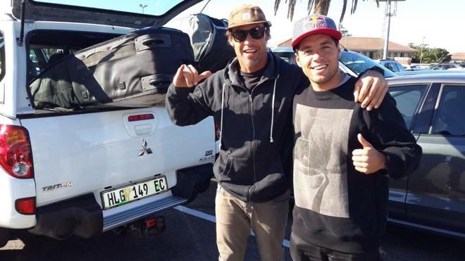 Paranaense Leandro Dora é treinador do campeão mundial de surfe, Adriano de Souza.   Divulgação/Facebook