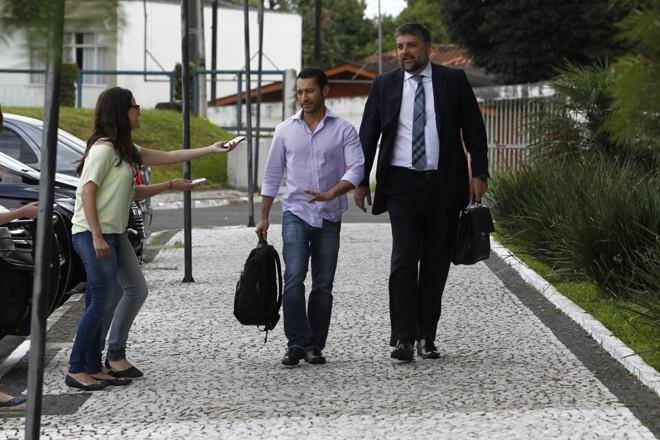 Baiano na chegada da PF em Curitiba: sem declarações. | Antonio More/Gazeta do Povo
