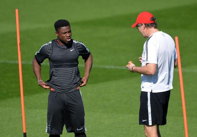 Serge Aurier ouve o técnico Laurent Blanc durante treino do PSG; vídeo do jogador xingando treinador correu as redes sociais | MIGUEL MEDINA/AFP