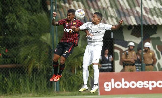 Jogo noEcoestádio foi de muita marcação e poucas chances de gol. | Antonio More/Gazeta do Povo