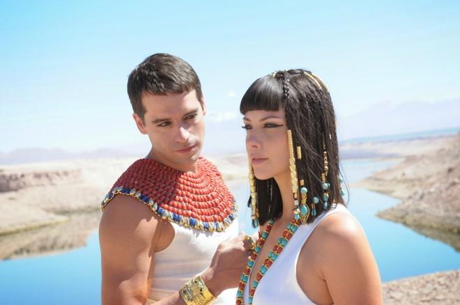 O casal formado pelo faraó e uma das esposas serviu de vilão na trama. | Divulgação