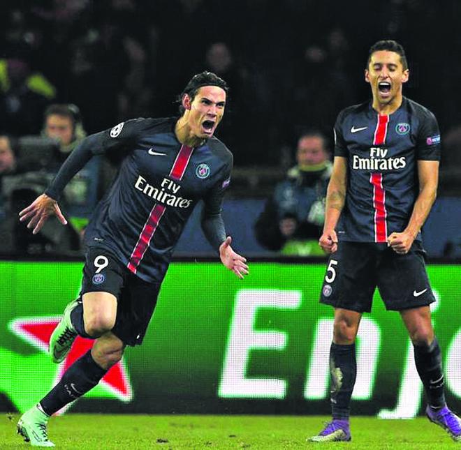 Cavani comemora o gol que garantiu a vitória do PSG. | FRANCK FIFE/AFP