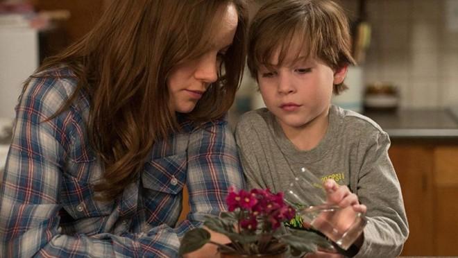 """Em """"OQuarto de Jack"""", Brie Larson e Jacob Tremblay vivem mãe e filho que precisam se adaptar a uma nova realidade após passarem anos presos em um cativeiro.   Divulgação"""