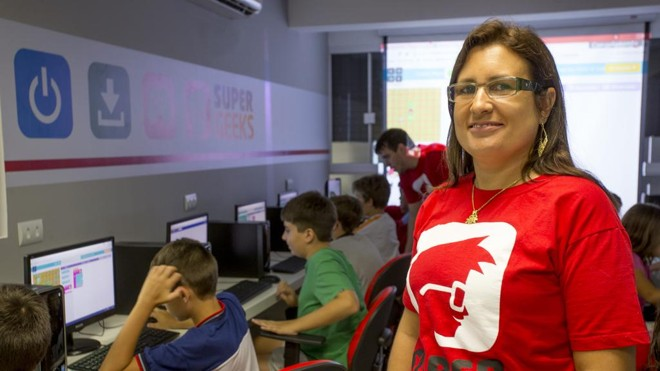 Patrícia Wassmer, sócia da SuperGeeks Curitiba: meta é matricular 70 alunos no primeiro semestre deste ano.   Hugo Harada/Gazeta do Povo