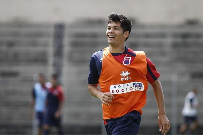 Eliton, 20 anos, durante treino na Vila. | Jonathan campos/Gazeta do Povo