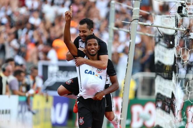 Yago comemora gol que marca mais uma vitória do Timão contra o São Paulo em Itaquera   Marcos Bezerra/Futura Press/Folhapress