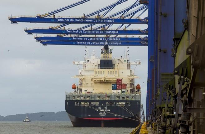 Na prática, a revisão exclui as áreas privadas da região de abrangência do porto público de Paranaguá | Hugo Harada/Gazeta do Povo