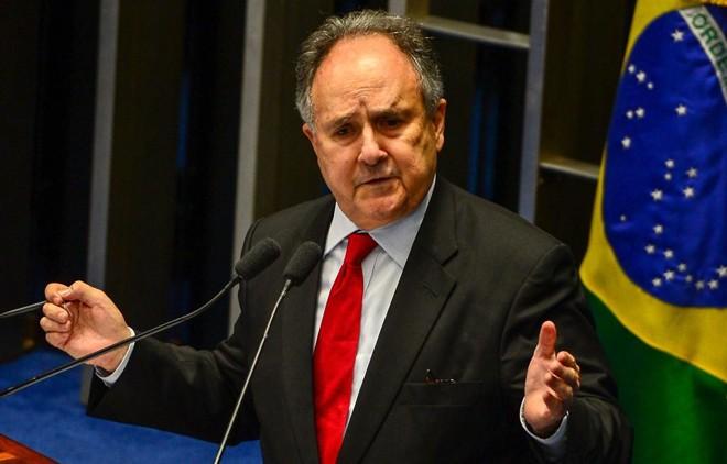 Senador Cristovam Buarque comunicou mudança de partido nesta quarta-feira (17).   Fabrio Rodrigues Pozzebom/Agência Brasil