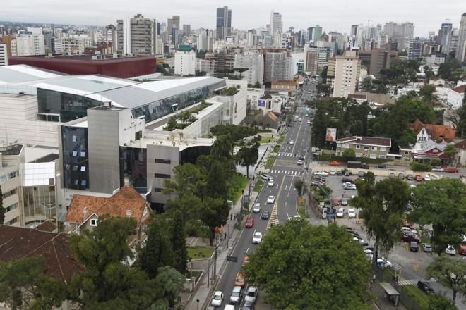 Bairro Batel é um dos 23 bairros de Curitiba com menos que 12 metros quadrados de área verde por habitante.   Antônio More/Gazeta do Povo