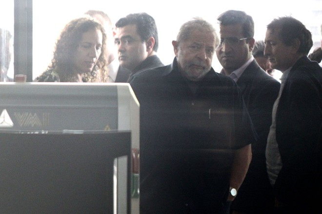 Lula após o depoimento à Lava Jato: muito café, nervosismo  e ironias. Clima só se acalmou quando ele comeu um pão. | Márcio Fernandes/Estadão Conteúdo