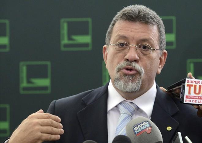 Deputado federal Afonso Florence reagiu ao desembarque do PMDB do governo Dilma. | Antonio Cruz/Agência Brasil