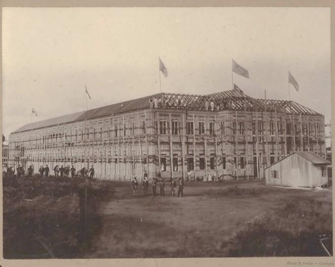 Construção do hospital psiquiátrico Nossa Senhora da Luz: hospício funcionou no local até 1907, quando deu espaço para o Presídio do Ahú. | Rodrigo Bichara/Divulgação