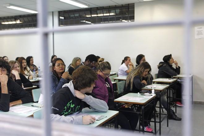 Alunos aguardam o início das provas do Enem em 2015 | Antônio More/Gazeta do Povo