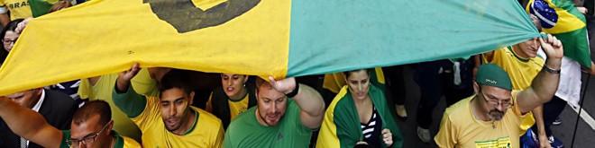 Multidão na Marechal Deodoro, em Curitiba: capital paranaense foi a terceira em número de pessoas na rua contra a corrupção.   Albari Rosa/Gazeta do Povo