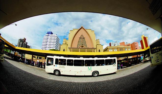Para diminuir os custos das tarifas,vários projetos tramitam no Legislativo para subsidiar o transporte. | Daniel Castellano / Arquivo/Gazeta do Povo