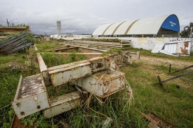 Peças do velódromo utilizado noPan de 2007 estão em terreno  na RMC há 22 meses. | Hugo Harada/Gazeta do Povo